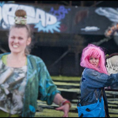 Over Het IJ Festival 2011 NDSM Werf Amsterdam Noord ©TheaterinBeeld.nl, Rene Den Engelsman Moon Saris
