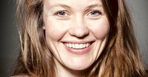 Met Lotte Dunselman Stapt De Poolse Bruid Vanuit De Film Bij Het Noord Nederlands Toneel De Vloer Op